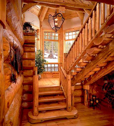 Деревянная лестница со ступеньками из