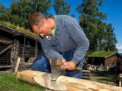 Строим дом  и топором