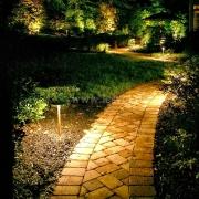Наружное освещение садовой дорожки на участке