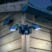Установленные светильники для наружного освещения участка